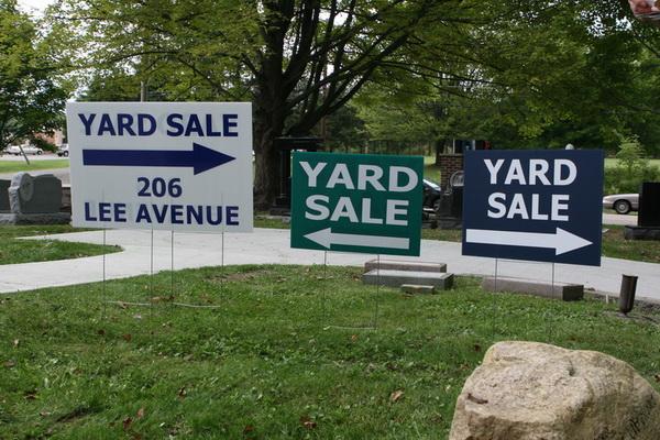 Exemplo de placas do yard sale